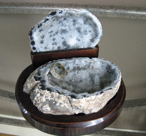 Mini-Geode Treasure Chest - Click Image to Close