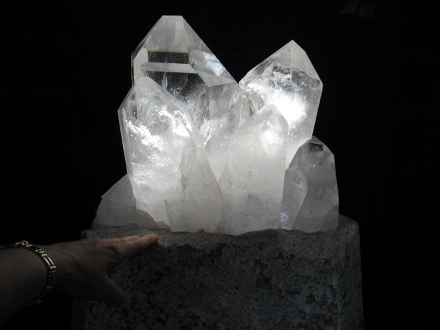 XXL Custom Quartz on Lighted Marble Stand - Click Image to Close